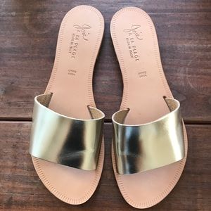 Like NEW Joie sandals